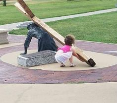 """Nothing is more beautiful than to see a little girl who sees Jesus in need of help and says """"oh no Jesus needs help"""" and then tries to take up the cross. just the pure innocence of a child. Pictures Of Christ, Religious Pictures, Jesus Help, God Jesus, Jesus Lives, Jesus Loves You, Catholic Saints, Catholic Art, Jean 3 16"""