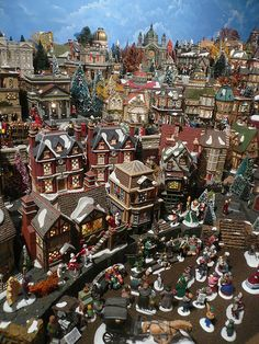 Christmas Village Display Tips | http://farm4.static.flickr.com/3438/3891338122_f7322b8369.jpg