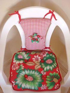A chita invade o Mural da Vila - Vila do Artesão - - Diy Sofa, Diy Chair, Furniture Covers, Chair Covers, Diy Furniture Projects, Diy Craft Projects, Easy Diy Crafts, Craft Stick Crafts, Bed Cover Design