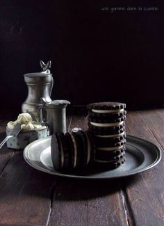 Homemade Oreo Cookies with White Chocolate-Coconut Cream Filling via Une Gamine dans la Cuisine #recipe