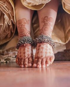 Are you willing to browse some trendy bridal Payal? Here we have enlisted some beautiful bridal anklets which will steal your heart right away Payal Designs Silver, Silver Payal, Silver Anklets, Silver Jewelry, Silver Ring, Glass Jewelry, Silver Bracelets, Gold Jewellery, Metal Jewelry