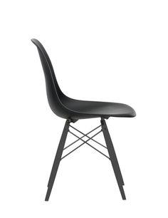 PAUSTIAN.DK Produkter - Eames Plastic Side Chair (DSW). Uh ha'. Det er dyre stole, jeg er faldet for. Men de kunne virkelig pynte rundt om vores spisebord, og så sidder man mega godt i dem.