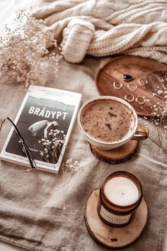 Discover recipes, home ideas, style inspiration and other ideas to try. Cozy Aesthetic, Autumn Aesthetic, Brown Aesthetic, Aesthetic Photo, Aesthetic Pictures, Flat Lay Photography, Coffee Photography, Coffee And Books, Coffee Love