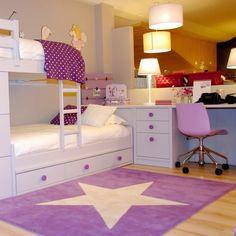 jugendzimmer mädchen dachschräge lila weiß schwarz holzboden ... - Jugendzimmer Mdchen Hochbett