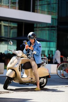 Milan, Yvan Rodic. The #PEUTEREYXVESPA capsule collection goes #streetstyle with photographer Nabile Quenun from Jaieperdumaveste.
