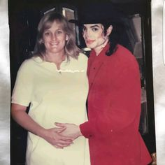 (@almostmj) «UNSEEN PHOTO OF MICHAEL JACKSON WITH WIFE DEBBIE ROWE!:) ENJOY AND SHARE!:) XOXO»