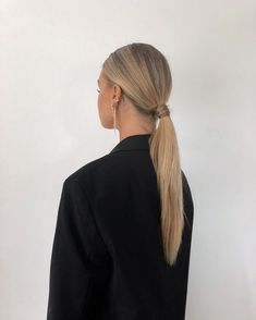 Learn how to get the perfect slicked-back low ponytail with this inspiration! Long Face Hairstyles, Diy Hairstyles, Pretty Hairstyles, Low Ponytail Hairstyles, Wedding Hairstyles, Hair Styles 2016, Medium Hair Styles, Short Hair Styles, Perfect Ponytail