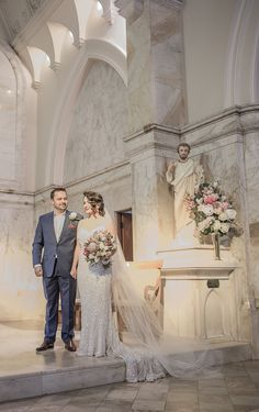 Cath and Scott's elegant winter wedding.   Gown: 'Anya' by KAREN WILLIS HOLMES  Photographer: Mr.Wigley Photography  Flowers: Blossoms Flowers And Gifts