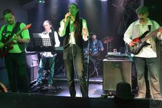 Mit einer geballten Ladung Celtic Rock verschaffen sich Goblins Gift sprichwörtlich Gehör. Durch ihre außergewöhnliche Instrumentenbesetzung verwandeln die fünf Musiker aus Wien traditionelle keltische Musik und zeitgenössische Covers in abwechslungsreiche Rocknummern. Dudelsack, Thin Whistle, Bouzouki und Harp sind neben der klassischen Rockband Besetzung fixer Bestandteil im Kollektiv. Rock Bands, Kollektiv, Goblin, Cover, Celtic, Gift, Harp, Celtic Music, Musicians