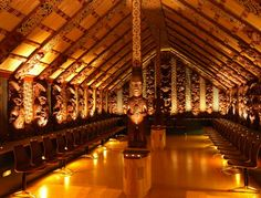 Interior of Te Hau ki Turanga - one of the oldest surving Maori meeting houses - now located at Te Papa museum, Wellington. It was constructed by the famed Raharuri Rukupo in the early I've spent hours in this museum! Wellington City, Maori People, Long White Cloud, Community Housing, Maori Designs, Free Museums, Maori Art, Kiwiana, Thinking Day