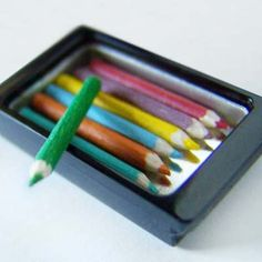 MINIATURE: Tutorial for how to make miniature coloured pencils