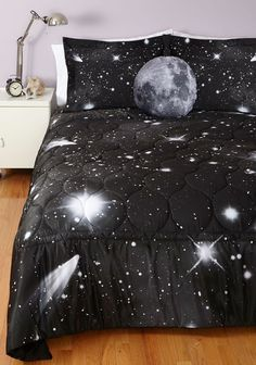 Home Decoration: Bed Room - Quilt! Dream Rooms, Dream Bedroom, Galaxy Bedding, Home And Deco, New Room, Room Inspiration, Bedding Sets, Queen Bedding, Bedroom Decor