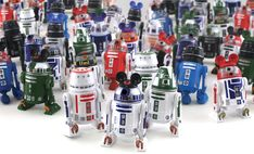 Build your own R2D2 @ Hollywood Studios!