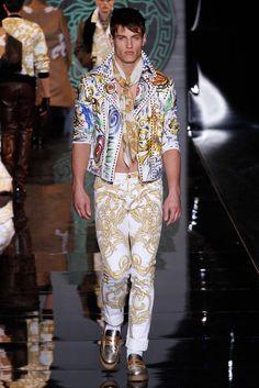 Versace Versace Men, Gianni Versace, White Outfit For Men, Milan Men's Fashion Week, Donatella Versace, Blazer Fashion, High End Fashion, Instagram Fashion, Fashion Art
