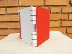 Sketchbook Desenho A5 :: Vermelho #encadernação #cadernoartesanal #feitoamao #bookbinding #handmade #papelaria #sketchbook #desenho #sketchbookartesanal #ilustração
