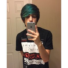 _.andrewhernandez._/2016/10/08 09:41:19/i posted a youtube video a few days ago go watch it leave a like and subscribe if you arent link in my bio😊☮️ . #youtube #youtuber #bringmethehorizon #oliversykes #alexturner #arcticmonkeys #mcr #mcrx #gerardway #frankiero #emo #emogirl #emoboy #emohair #scene #scenegirl #sceneboy #scenehair #sceneteen #alternative #panicatthedisco #brendonurie #ryanross #themilkfic #clowns #clown