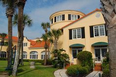 King and Prince Resort, Saint Simons Island, Georgia via The Travel Belles