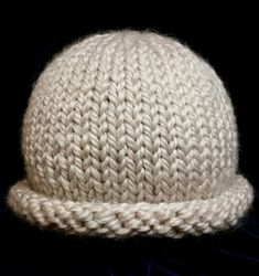This rolled brim hat, knitted in the round with super bulky yarn, is a great project for a confident beginner. It uses less than 100 meters of yarn -- one ball -- which makes it a speedy and affordable knit. Baby Hat Knitting Pattern, Baby Hats Knitting, Arm Knitting, Knitting Patterns Free, Knitted Hats, Crochet Hats, Newborn Knit Hat, Charity Knitting, Knitting Help