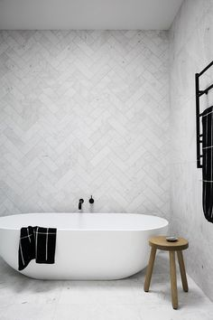 modernes, minimalistisches Badezimmer mit Badewanne modern minimalist bathroom with soaker tub - Marble Bathroom Dreams Laundry In Bathroom, Bathroom Inspo, Master Bathroom, Bathroom Ideas, Bathroom Designs, Bathroom Storage, Bathroom Towels, Bathroom Vanities, Kitchen Storage