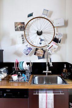 Roue de vélo + beaucoup de créativité = Tourniquet-lampe