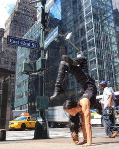 Incredible photos of yoga in the heart of the New York city  #YogaLove http://iandarrah.com/