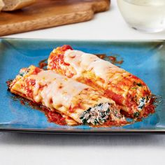 You won't believe how tasty and easy it is to make this classic slow cooker spinach and ricotta manicotti. Perfect for a family style dinner! Photo by Jeff Coulson. Slow Cooker Times, Slow Cooker Pasta, Slow Cooker Recipes, Cooking Recipes, Pasta Recipes, Canadian Living Recipes, Canadian Food, Manicotti Recipe, Cheese Manicotti