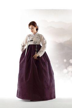 종로구 인의동 위치, 전통한복 갤러리, 한복드레스, 웨딩, 신랑, 신부 한복 등 안내.... Korean Traditional Clothes, Traditional Fashion, Traditional Dresses, Korean Dress, Korean Outfits, Hanbok Wedding, Modern Hanbok, Oriental Dress, Lolita Dress