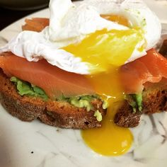 Crack an egg on your head let the yolk run down! #glutenfree #brunch at 4pm 🕓