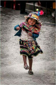 The people of Peru are the kindest with the cutest kids! Precious Children, Beautiful Children, Beautiful People, Young Children, Happy Children, Beautiful Smile, People Around The World, Around The Worlds, Jolie Photo