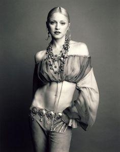 aq takut suami ku marah,klau hape aq lowbeth....aq sms sayank ku... 30.11.2014    15:58 Hp lowbetth, g ada pulsa, lngkp pderitaan aq y Allah...pulsaku tnggl 153 perak...klwh hp mati dn aq ga bs kiri sms jgn marah... (Madonna photographed by Steven Meisel for Vogue, October 1992)