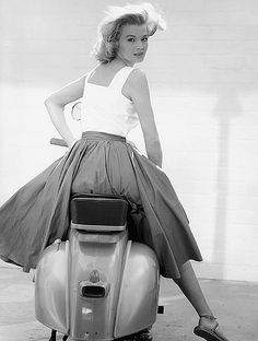 Angie Dickinson as Jessica great full length pose on Vespa scooter Poster Scooters Vespa, Motos Vespa, Motor Scooters, Scooter Girl, Vespa Girl, Vintage Vespa, Vintage Bikes, Fotografia Pb, Foto Picture
