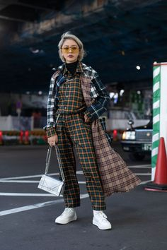 The Street Style At Tokyo Fashion Week Is Giving Us Major Fa.- The Street Style At Tokyo Fashion Week Is Giving Us Major Fashion Inspiration - Tokyo Street Fashion, Tokyo Street Style, Seoul Fashion, Japan Fashion, Tokyo Style, Japan Street Styles, Outfit Essentials, Style Grunge, Soft Grunge