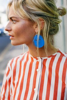 Shop now. Pandora Sykes wears our Exclusive JW Anderson Moonface Earrings. Shop now. Pandora Sykes wears our Exclusive JW Anderson Moonface Earrings. Look Fashion, Womens Fashion, Fashion Tips, Fashion Trends, Classy Fashion, Fashion Hacks, Fashion Outfits, Mode Style, Style Me