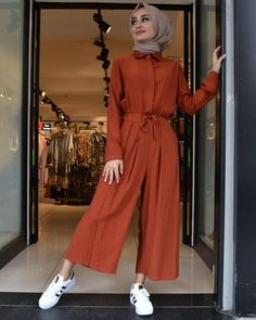 Hijab Overalls Models For A Elegant Look Modest Fashion Hijab, Modern Hijab Fashion, Hijab Fashion Inspiration, Muslim Fashion, Mode Inspiration, Fashion Outfits, Modest Outfits, Women's Dresses, Casual Dresses