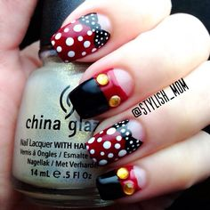Minnie and Mickey inspired nails! This seems a bit more complex then the usual that I post so you should be pretty good with nails! Have fun trying! Love Nails, How To Do Nails, My Nails, Bow Nail Art, Nail Art Diy, Disney Nail Designs, Nail Art Designs, Minnie Mouse Nail Art, Disney Mignon