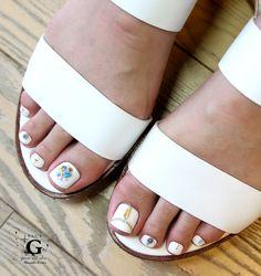 White bohemian bijoux pedi #naildesign #foot