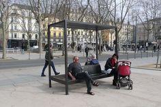"""Assise pergola """"Kyoto"""", Area (entreprise) et Sovann Kim (designer). À Saint-Étienne, FR le mobilier urbain expérimental investit l'espace public"""