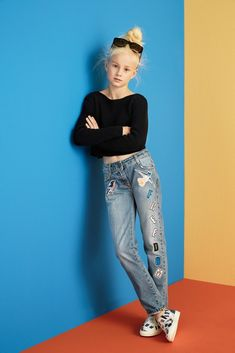 A tween girls dancer's look. Distressed jeans, black top and black bow. #tweenfashion