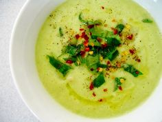 Apple Avocado Soup ~ Raw Vegan Recipe ♥This sounds delish! And a great way to have 2 of my favorite #flexfoods at once.♥