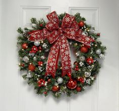 Chistmas Wreath, Red Wreath, Snow Flake, Artificial, Lighted , Battery Operated, Timer, 35 LED Light