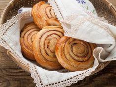 Cinnamon rolls: la ricetta delle golose spirali profumate di cannella