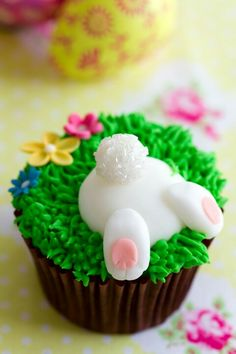 How To Make Adorable Easter Bunny Bum CupcakesYou can find Easter cupcakes and more on our website.How To Make Adorable Easter Bunny Bum Cupcakes Easter Bunny Cupcakes, Easter Cookies, Easter Treats, Easter Food, Bunny Cakes, Easter Party, Easter Baking Ideas, Animal Cupcakes, Cupcakes Lindos