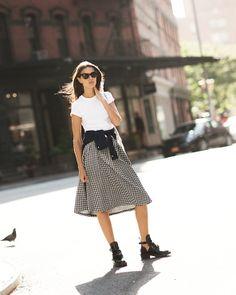 The Midi skirt on the blog today / Garance Doré