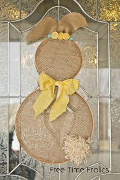 Embroidery hoop bunny with burlap www.freetimefrolics.com