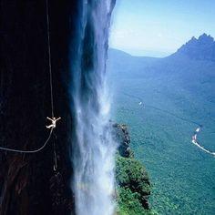 """Kto z Was odważyłby się na taką przygodę w Wenezueli?:)  Jeśli jesteście zainteresowani """"zipling'iem"""", polecamy stronę organizującą specjalne wycieczki na takiej linie: www.zipline.com"""