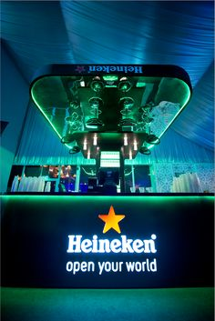 To highlight the innovative Tru-fill technology by Heineken, we designed a stand that brought the technology to life.