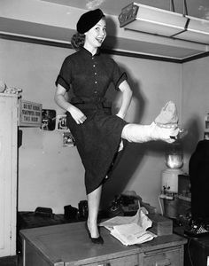 Mitzi Gaynor dancing on the table with a broken leg