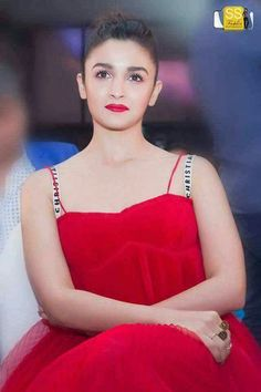 💕Angel ØF the Bollywood Girls, Bollywood Actors, Bollywood Celebrities, Bollywood Fashion, Beautiful Bollywood Actress, Beautiful Indian Actress, Beautiful Actresses, Alia Bhatt Varun Dhawan, Alia Bhatt Photoshoot