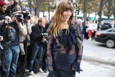 La chanteuse Lou Doillon en Chanel http://www.vogue.fr/defiles/street-looks/diaporama/street-looks-a-la-fashion-week-de-paris-jour-8-1/15531/image/867055#!la-chanteuse-lou-doillon-en-chanel