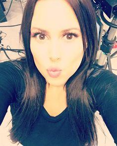 Yeeeeyyyy!!! Muy buenos días mis amigos hermosos... Me siento muy #Feliz por un día más de vida, una vez más tengo que decirles que me siento muy #Agradecida y #Bendecida por tener un público tan maravilloso como ustedes, #Gracias por sintonizar cada #jueves #AlDestapeConDemiCruz y hacerlo el #ProgramaDeTv #Favorito de toda la #Familia. Reciban este enooooorrrmeee beso que se los mando de todo corazón. Los amo #FelizComoUnaLombriz